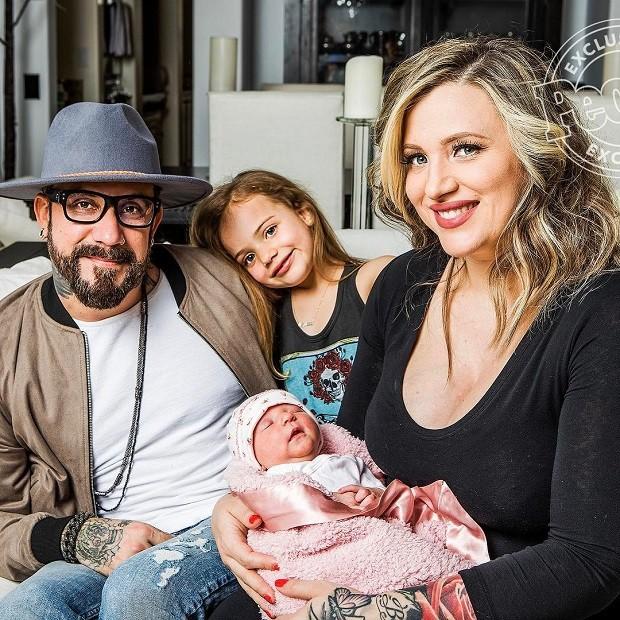 AJ e Rochelle com Ava e Lyric  (Foto: Reprodução/People)