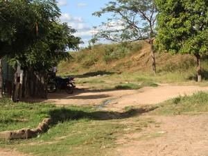 Rua onde fica a casa que adolescente estava escondido quando foi preso (Foto: Patrícia Andrade/G1)