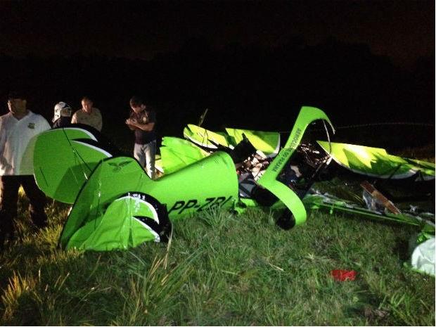 Acidente aconteceu no �n�cio da noite de quinta-feira (18), em Campina Grande do Sul.  (Foto:  Marco Aur�lio Garcia/RPC TV)