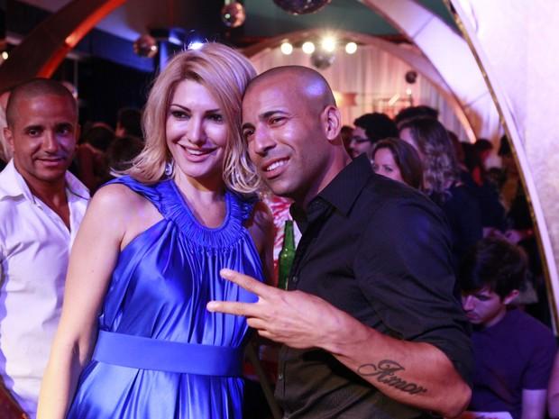 Antônia Fontenelle e Emerson Sheik em festa no Rio (Foto: Isac Luz/ EGO)