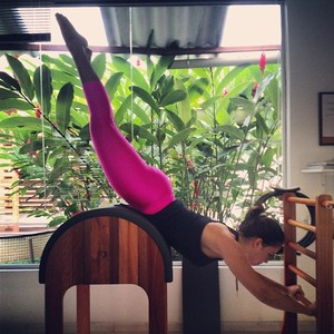 Juliana Góes fazendo pilates (Foto: Facebook)