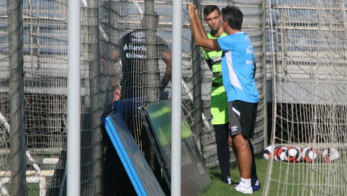 Renato Portaluppi goleiro Léo preparador Rogério Godoy Grêmio (Foto: Tomás Hammes/GloboEsporte.com)