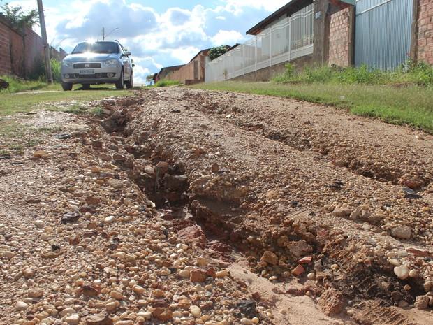 Rua 3 do Loteamento Bela Vista, Zona Sul de Teresina, está cheia de buracos (Foto: Patrícia Andrade/G1)