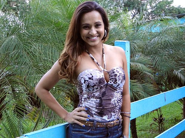 Thaíssa Carvalho tem dó do Santo Antônio (Foto: Malhação / Tv Globo)