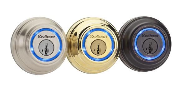 A fechadura Kevo reconhece o smartphone do morador da casa e abre a porta quando a pessoa toca o que parece ser uma fechadura comum na porta. (Foto: Divulgação/Kwikset)