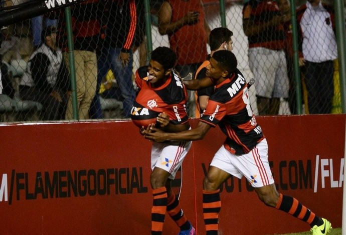 Gabriel celebra gol do Flamengo diante do América-MG (Foto: Staff Images/Flamengo)