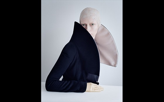 A atriz Tilda Swinton é uma das celebridades que já foram retratadas pelo fotógrafo (Foto: Tim Walker)
