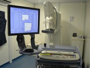 Mulheres começaram a receber atendimento com exames gratuitos de mamografia (Foto: Magda Oliveira/G1)