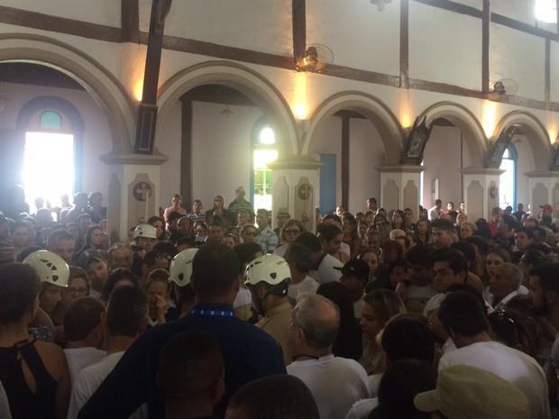 Missa em homenagem ao cinegrafista Ari Júnior é celebrada em Trindade, Goiás (Foto: Murillo Velasco/G1)