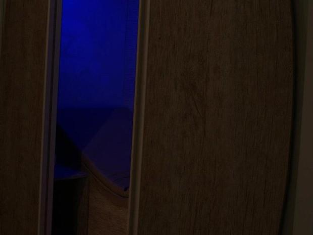 Luz negra, cama em 's' e música relaxante contribuem para descanso (Foto: Divulgação/Cochilo)