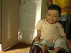Estudante com nanismo e 'ossos de vidro' luta por cadeira de rodas