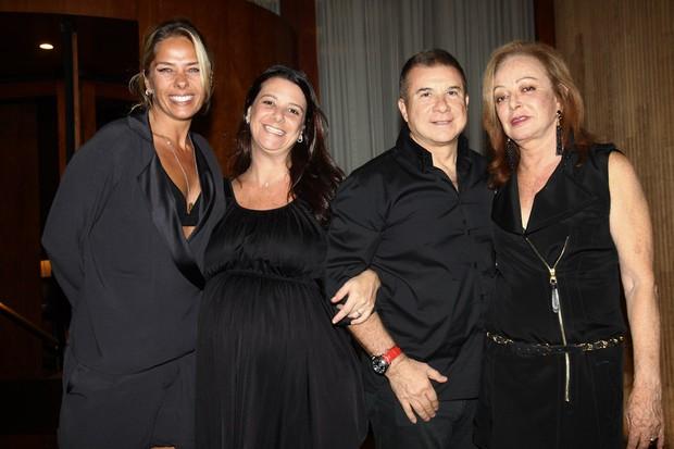 Adriane Galisteu com Camilla Iódice, Valdemar e Suely Iódice (Foto: Manuela Scarpa/ Foto Rio News)