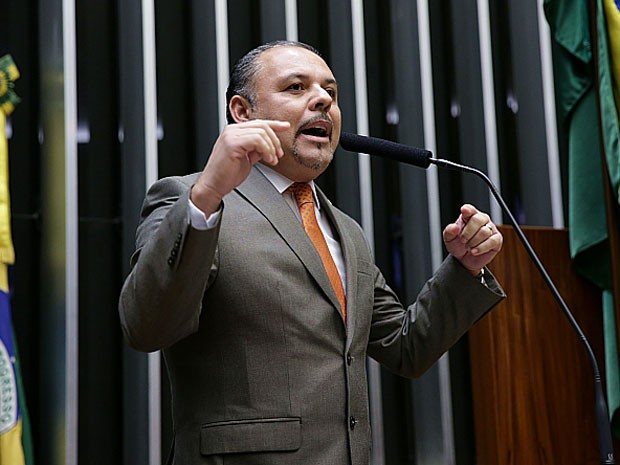 O deputado Flavinho (PSB-SP) no plenário da Câmara, durante sessão em abril  (Foto: Ananda Borges / Câmara dos Deputados)