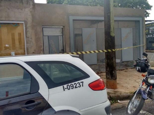 Homem foi baleado em casa (Foto: Joãozinho Trentini/Rádio Tupã/Divulgação)