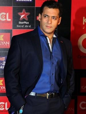 Salman Khan participa do evento Celebrity Cricket League (CCL) em Mumbai, na Índia (Foto: AFP)