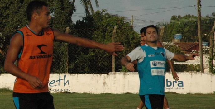 Treino do Botafogo-PB na Maravilha do Contorno (Foto: Pedro Alves / GloboEsporte.com/pb)