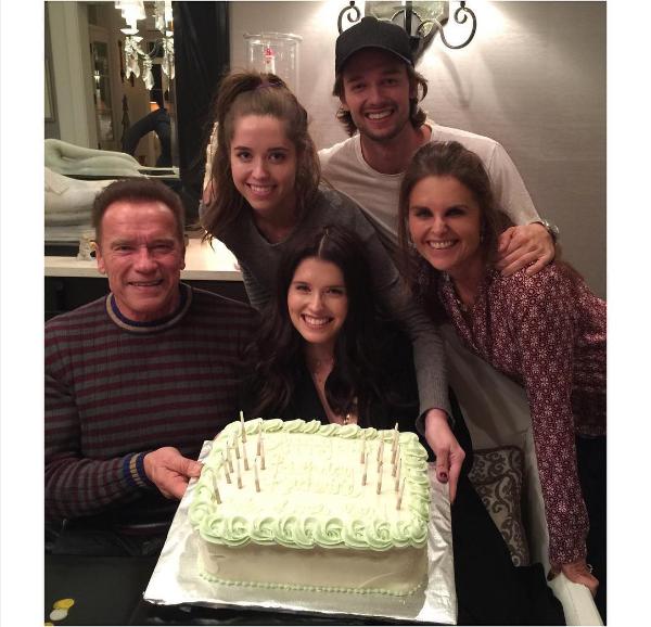 Arnold Schwarzenegger com a ex-esposa e os filhos (Foto: Instagram)