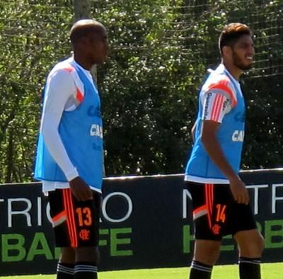 Marcelo e Wallace Flamengo treino (Foto: Thales Soares)