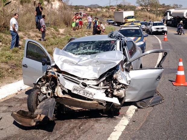 Acidente na BR-381, em Sabará, deixou mortos nesta sexta-feira (9). (Foto: Corpo de Bombeiros/Divulgação)