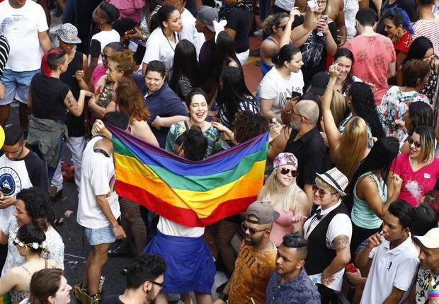 Milhares de pessoas acompanharam os trios elétricos durante a Parada Orgulho LGBT em São Paulo (Foto: Cesar Itiberê/Fotos Públicas)