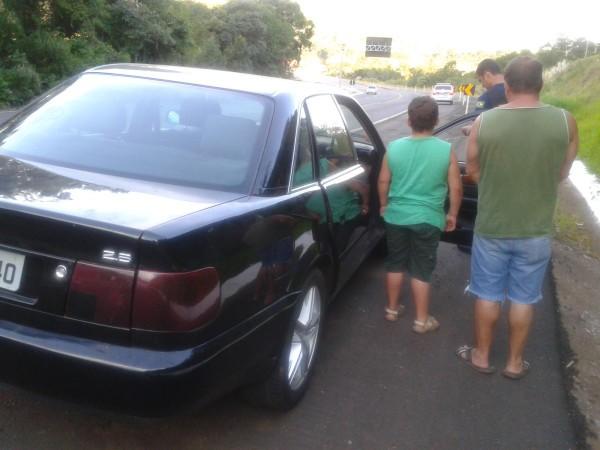 Menino e padrasto estavam dentro do carro na BR-282 (Foto: PRF/Divulgação)