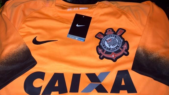 49a61632d8793 O Corinthians vai ter um uniforme laranja a partir do mês que vem. O  lançamento dos novos uniformes do Timão será no aniversário do clube