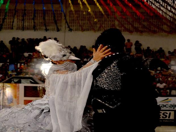 Quadrilha Assum Preto apresentou o tema 'Bodas de prata de uma história de amor' (Foto: Tássio Andrade/G1)