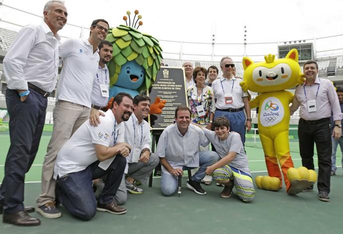 tênis evento-teste autoridades mascotes (Foto: Paula Johas / Prefeitura do Rio de Janeiro)