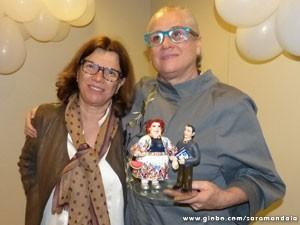 A atriz ao lado da diretora, Denise Saraceni  (Foto: TV Globo/ Saramandaia)