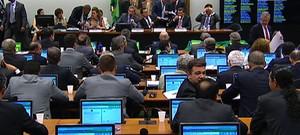 * Comissão da Câmara aprova processo de impeachment de Dilma.