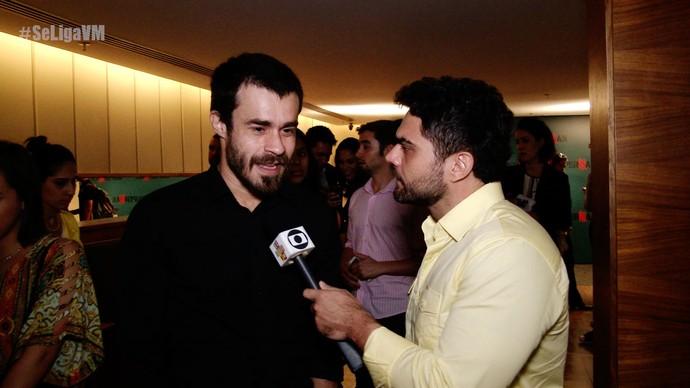 Erom Cordeiro contou tudo sobre seu personagem (Foto: Produção / Se Liga VM)