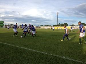 Ariquemes e União Cacoalense se enfretaram neste sábado, em Ariquemes (Foto: Eliete Marques)