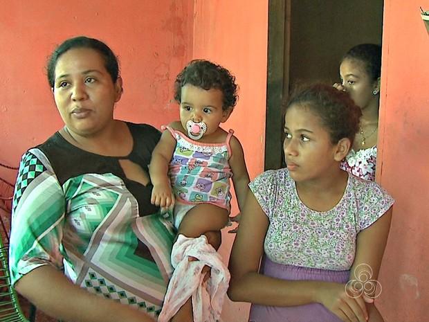 Moradora diz que água foi contaminada após obras do Depasa  (Foto: Reprodução Rede Amazônica Acre)