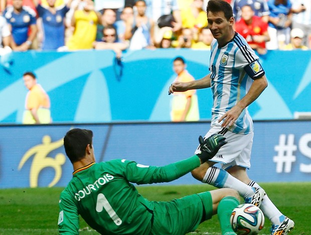 messi argentina e Courtois bélgica mané Garrincha (Foto: Agência Reuters)