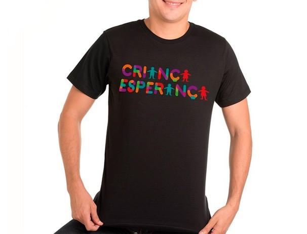 A camiseta do Criança Esperança está a venda na loja da Globo nas versões preta e branca (Foto: Globo)