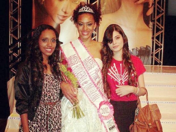 Raissa Santana foi  primeira princesa no concurso Miss Teen Umuarama aos 17 anos.  (Foto: Islaine Santana/Arquivo Pessoal)