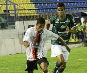 Fabinho do Joinville contra o Icasa (Foto: José Carlos Fornér/JEC)