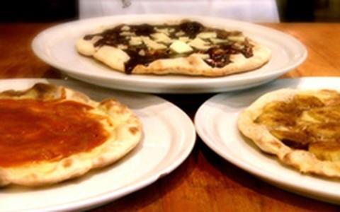 Pizzas doces: creme de avelã, banana com canela, e requeijão com goiabada