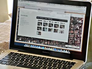Aplicativo tira foto de quem está usando computador.  (Foto: Yarima Mecchi / G1 MS)