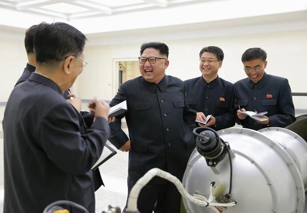 Líder norte-coreano Kim Jong-un dá autorização para teste com bomba de hidrogênio (Foto:  EFE/EPA/KCNA )