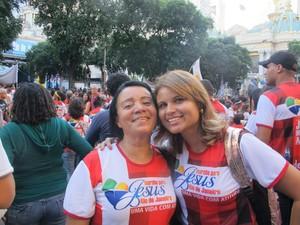 As amigas Mauricéia e Sônia: energia e alegria para aguentar os shows até o final (Foto: Alba Valéria Mendonça/ G1)