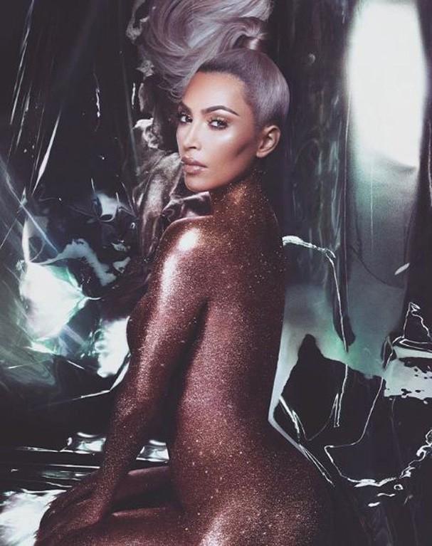 Kim Kardashian para sua marca de beleza, a KKW BEAUTY (Foto: Reprodução Instagram)
