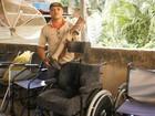 'É minha missão', diz carpinteiro de MG que empresta cadeiras de rodas