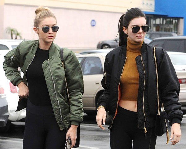 Gigi Hadid e Kendall Jenner aderiram às bombers (Foto: Getty Images)