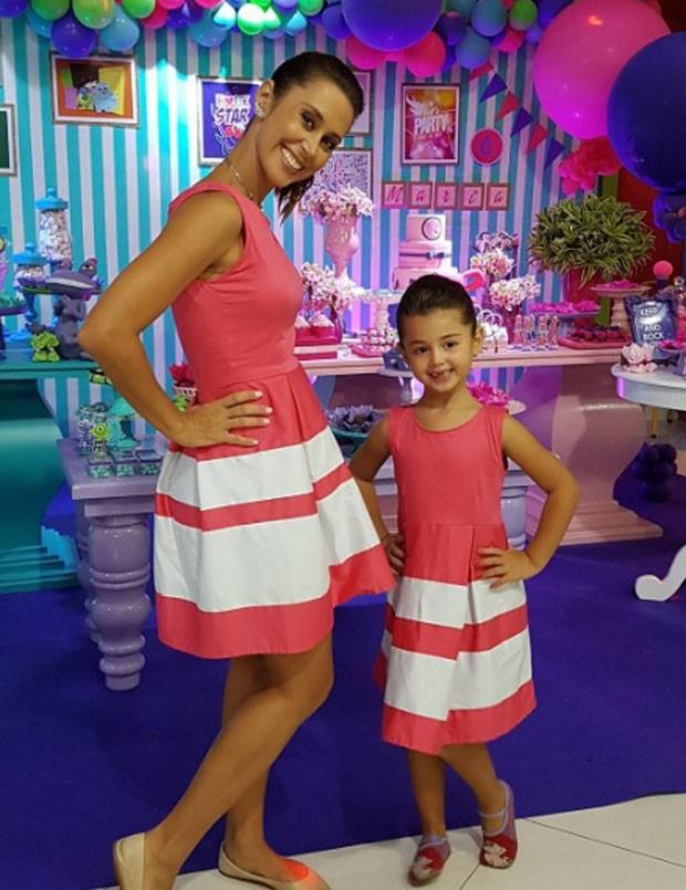 Dani e Maria com looks iguais (Foto: Reprodução Instagram)