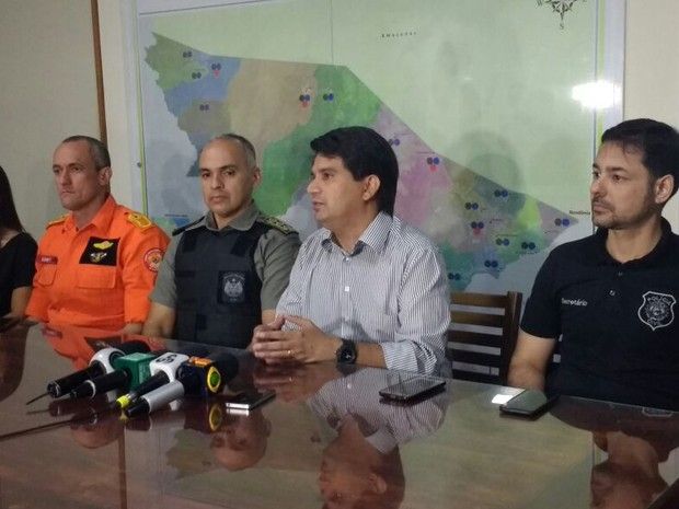 Segurança Pública falpu em coletiva, na manhçã desta quinta (12) sobre transferência de presos (Foto: Quésia Melo/G1)