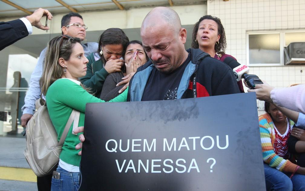 Leandro Monteiro de Matos fala sobre morte da filha, Vanessa, baleada na cabeça no Lins, Zona Norte do Rio (Foto: Estefan Radovicz/Agência O Dia/Estadão Conteúdo)