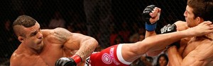Vitor Belfort nocauteia Luke Rockhold pelo UFC (Agncia Getty Images)