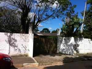 Fachada da casa de Cleyde Yáconis, no distrito de Jordanésia, em Cajamar, Região Metropolitana de São Paulo (Foto: Flávio Seixlack/G1)