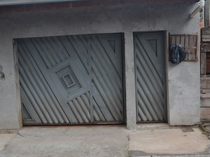 Família de suspeito de matar seis pessoas em Mogi das Cruzes e Poá, deixou a casa com medo de represálias (Foto: Jamile Santana/G1)